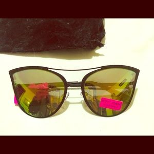 Betsey Johnson Sunnies . UV protected NEW CUTE